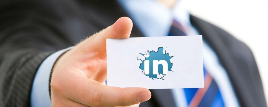 Comment un professionnel va-t-il procéder pour rendre votre page Linkedin plus attractive ?